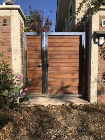 Krom Bahçe Kapısı